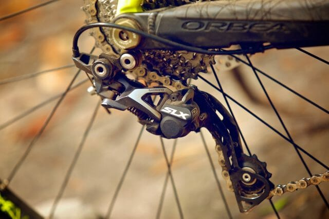 You'll never hear us whinge about the performance of an SLX derailleur. Perfect shifting, with great chain retention.