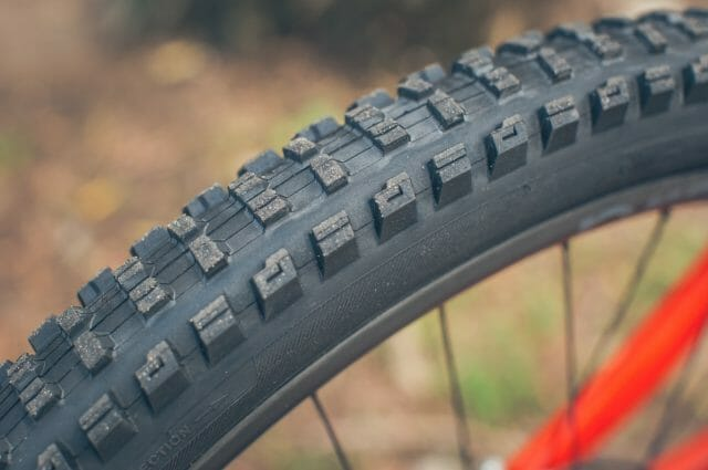 The wear rate on the SE4 and SE5 is about what you'd expect considering the rubber compounds used.