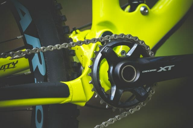 Shimano XT cranks with a 32T chainring. Not the quietest unfortunately.