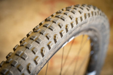 bontrager xr4 team issue 29x2.6in tyre