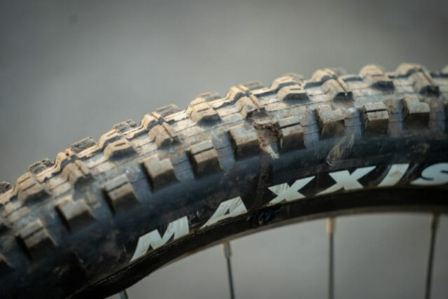 maxxis minion dhr tyre puncture